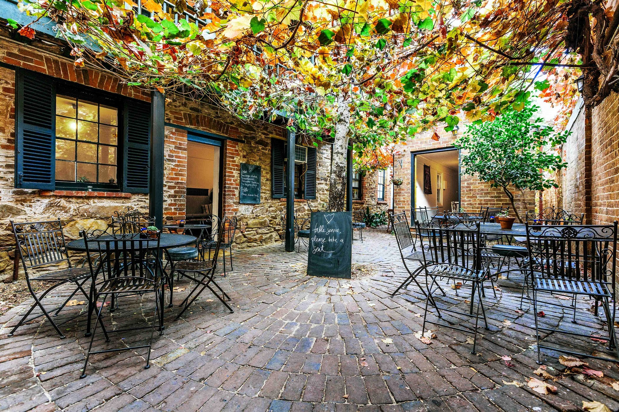 Mudgee Australia  City pictures : Alby and Esthers – view of the courtyard, Mudgee, NSW, Australia.